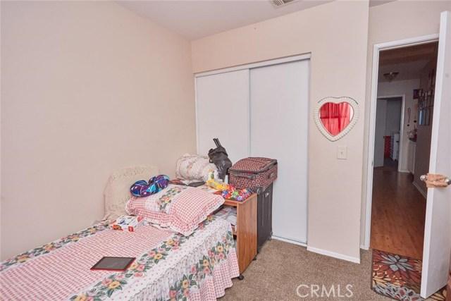 11911 Spring Hill Court, Adelanto CA: http://media.crmls.org/medias/69d4101d-5b4c-4f4a-a8e1-79b9ae19c97f.jpg