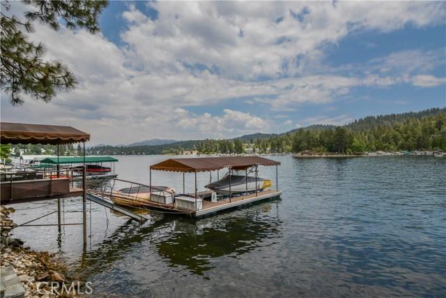 27433 N Bay Road, Lake Arrowhead CA: http://media.crmls.org/medias/6a113e32-d50a-45c7-a6d8-d7741bad9dea.jpg
