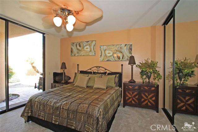 45575 Alta Colina Way, Indian Wells CA: http://media.crmls.org/medias/6a314f30-a7e5-4016-a28a-eff2dd173645.jpg