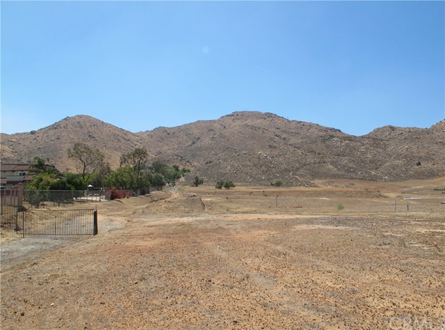 11275 Eagle Rock Road, Moreno Valley CA: http://media.crmls.org/medias/6a3258db-5b43-4700-b757-6e75942a922e.jpg