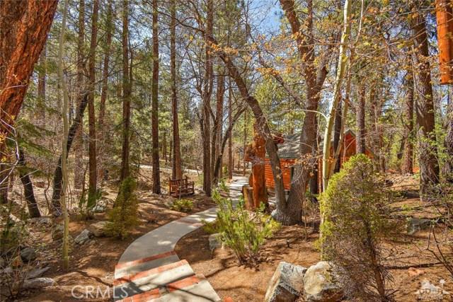 809 Oriole Drive, Big Bear CA: http://media.crmls.org/medias/6a6a4423-137f-4e63-8b9f-3f425c488f0d.jpg