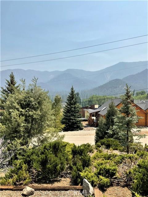 16425 Huron Drive, Pine Mountain Club CA: http://media.crmls.org/medias/6a739efa-dddf-4c03-937d-a3e840477791.jpg