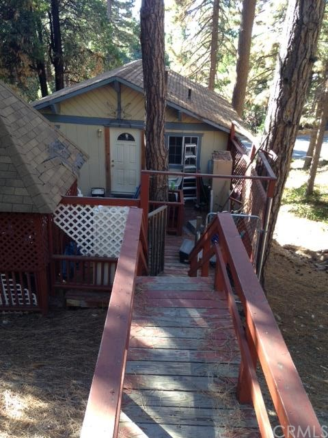 31335 Circle View Drive Running Springs Area CA  92382