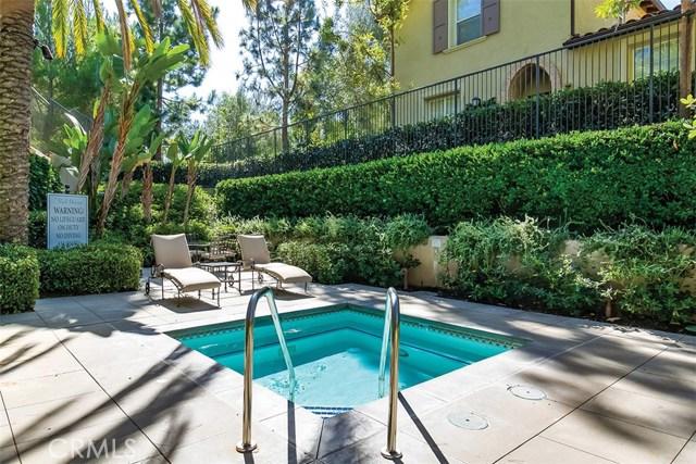 40 Gardenpath, Irvine CA: http://media.crmls.org/medias/6aa909eb-486e-438f-88a1-9dad3eb51269.jpg
