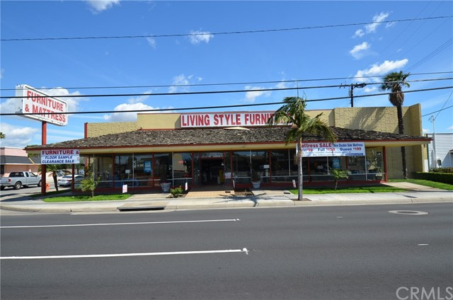 565 N Tustin Street, Orange CA: http://media.crmls.org/medias/6ac2c439-55ca-4567-96c2-da8e5f7d4de8.jpg