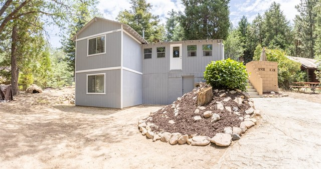 2427 Spruce Drive, Running Springs CA: http://media.crmls.org/medias/6aef0d53-627d-469b-97bc-ce6df2ef16db.jpg