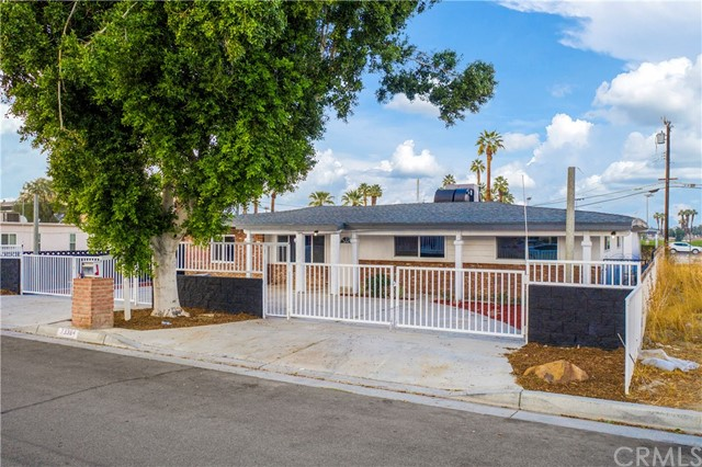 Detail Gallery Image 1 of 34 For 73384 Santa Rosa Way, Palm Desert,  CA 92260 - 5 Beds   3 Baths