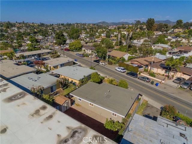 712 N Citrus Avenue, Vista CA: http://media.crmls.org/medias/6b073069-4834-41fb-9a38-0444d20977d9.jpg