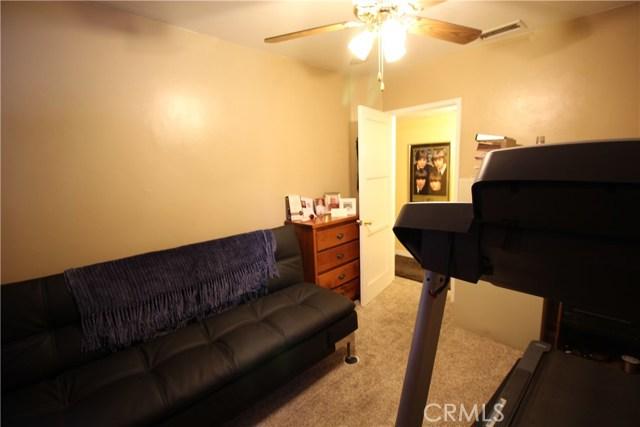 798 Bunker Hill Drive, San Bernardino CA: http://media.crmls.org/medias/6b19d8a1-bc0d-4407-8873-30224cf5eedc.jpg