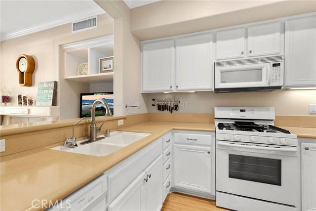 15 Attleboro Street, Ladera Ranch CA: http://media.crmls.org/medias/6b47c713-750e-4424-876b-2239ad49522d.jpg