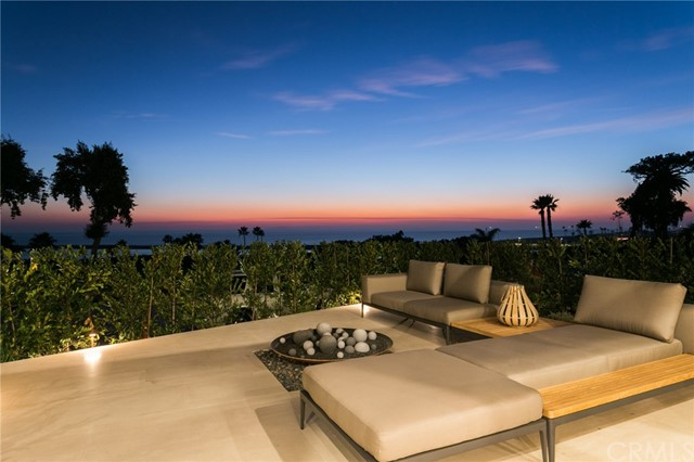 Single Family Home for Sale at 2914 Ocean Boulevard Corona Del Mar, California 92625 United States