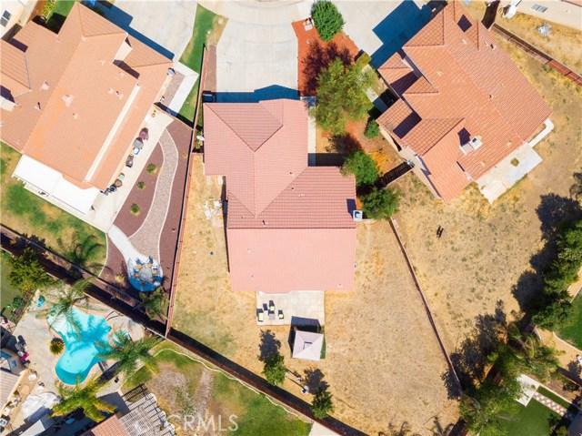 27185 White Court, Menifee CA: http://media.crmls.org/medias/6b4cb48d-5b76-4d5c-9c80-656d3d6b2c72.jpg