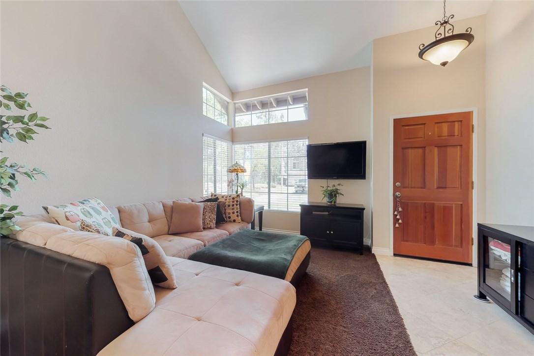 1750 Yellow Pine, Corona CA: http://media.crmls.org/medias/6b5639a8-5342-4480-adc7-40382fe9a87e.jpg