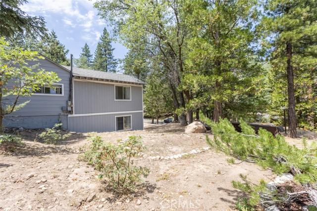 2427 Spruce Drive, Running Springs CA: http://media.crmls.org/medias/6ba1624e-62d5-4b15-b227-8fdf3c07f912.jpg