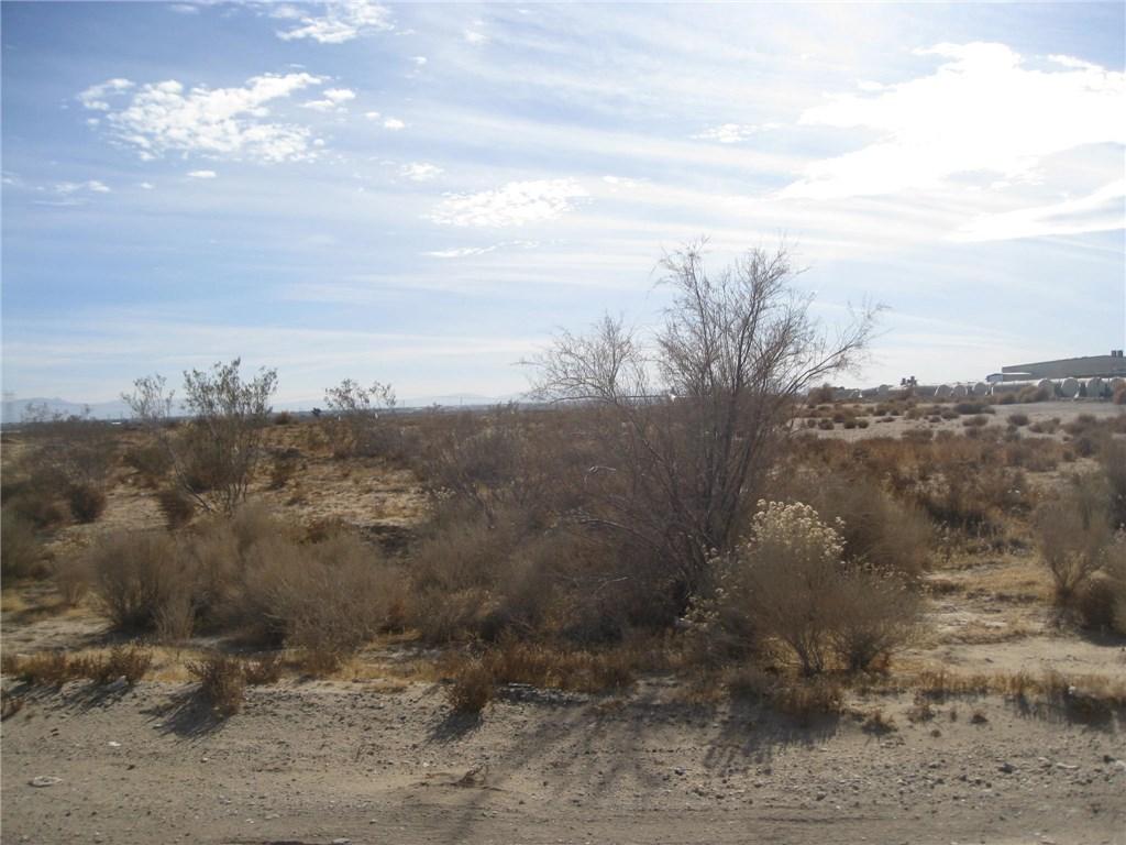 11111 Rancho, Adelanto CA: http://media.crmls.org/medias/6ba8308b-857c-439d-a7e6-9c43dd6f66e8.jpg