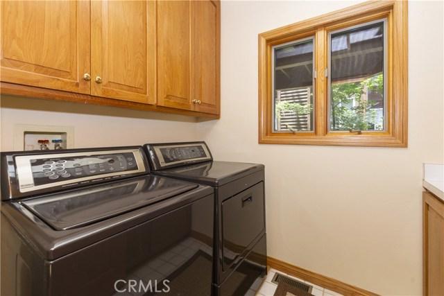 27537 W Shore Road, Lake Arrowhead CA: http://media.crmls.org/medias/6bb65c4e-a591-40a2-a1a0-38ec6d161a3d.jpg