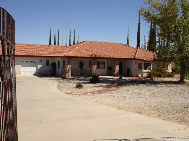 Single Family Home for Sale at 11077 Valle Vista Road 11077 Valle Vista Road Phelan, California 92371 United States