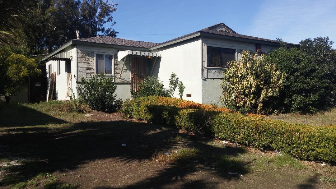 7157 S La Cienega Boulevard  Los Angeles CA 90045