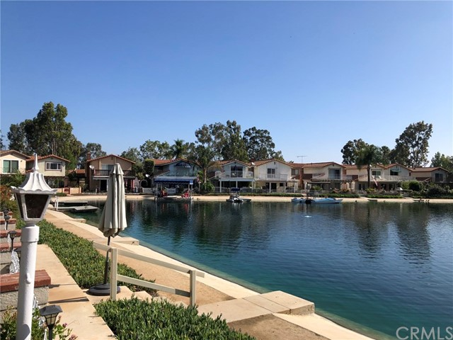 1553 Chalgrove Drive, Corona CA: http://media.crmls.org/medias/6bf49289-c563-4b59-9518-78d0740e1a12.jpg