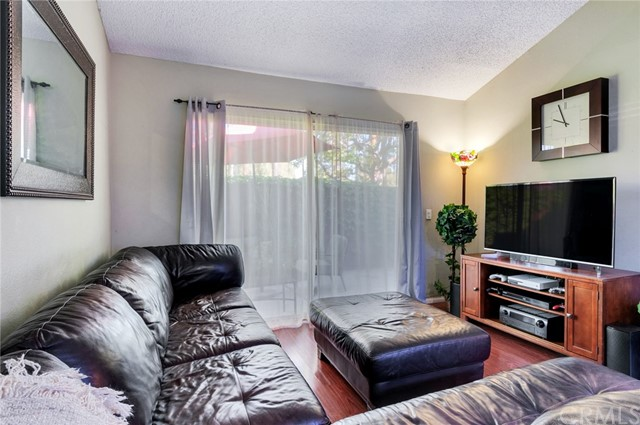 951 Inn Keeper Lane, Corona CA: http://media.crmls.org/medias/6c14e4c6-34b9-4bb7-9533-e9ebd3c0a584.jpg