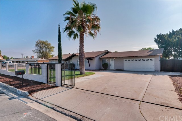 1657 N Encina Avenue, Rialto CA: http://media.crmls.org/medias/6c1fc75d-171c-49fe-a6e0-4dd2d17ac9a9.jpg