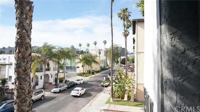1420 N MANSFIELD Avenue, Los Angeles CA: http://media.crmls.org/medias/6c2efac0-c845-485d-802b-dfcf75afccac.jpg
