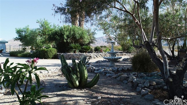 26201 Hopper Road, Desert Hot Springs CA: http://media.crmls.org/medias/6c35ad53-162d-4230-8baa-75a124d6d926.jpg