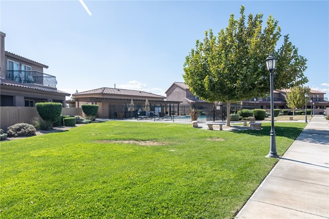 14176 Kiowa Road, Apple Valley CA: http://media.crmls.org/medias/6c849d17-cc46-4a05-a397-359282b6a767.jpg