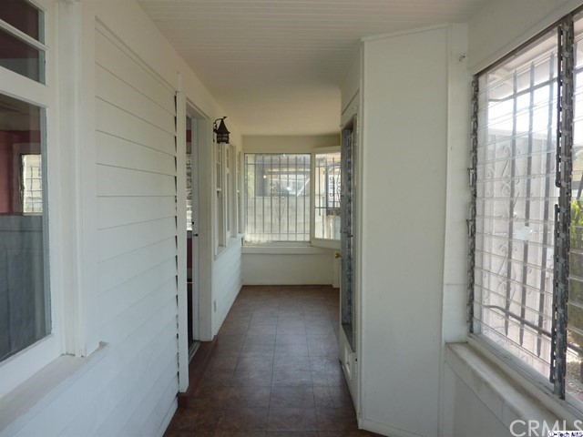 4817 Lexington Avenue, Los Angeles CA: http://media.crmls.org/medias/6c85bbaf-eeb1-410f-a65c-dcc65c54a7b6.jpg