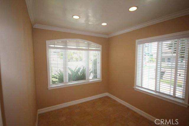 628 Hartford Avenue, Huntington Beach CA: http://media.crmls.org/medias/6c926e08-5e06-4700-92a7-f9ce9032df83.jpg