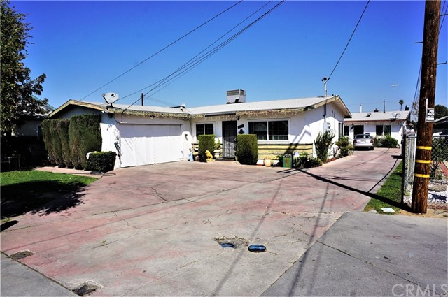 4227 107th Street, Lennox, California 90304, ,Residential Income,For Sale,107th,SB19060636