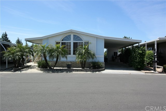 24001 Muirlands Boulevard, Lake Forest CA: http://media.crmls.org/medias/6ca5a84b-acf5-4df4-9e3d-bf414f4526ad.jpg