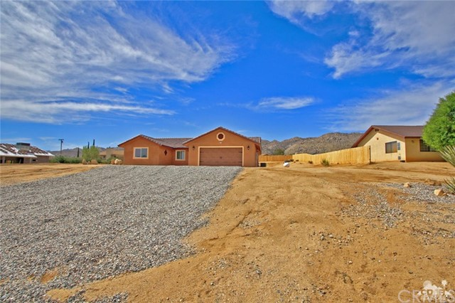 61755 Navajo, Joshua Tree CA: http://media.crmls.org/medias/6ccb0dd6-bd23-4da7-b378-340525418ecb.jpg
