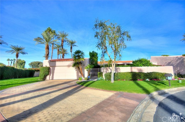 Photo of home for sale at 75100 Chippewa Drive, Indian Wells CA