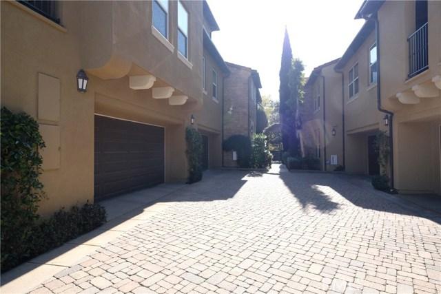 109 Roadrunner, Irvine CA: http://media.crmls.org/medias/6cf87d3c-7e1c-48a8-8d4d-2bf590aefcb1.jpg
