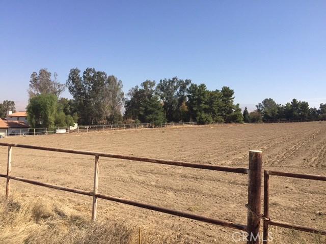 3614 Back 1/2 Valley Street, Bakersfield CA: http://media.crmls.org/medias/6d245f7c-1abe-4c8a-a137-b80ad67c741f.jpg