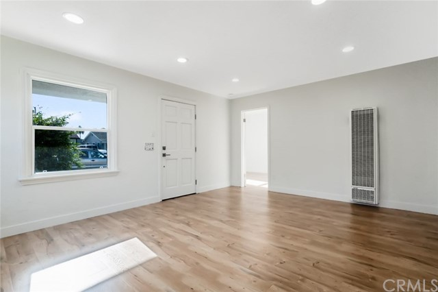 5442 Lemon Avenue, Long Beach CA: http://media.crmls.org/medias/6d302ea2-261e-4e83-97cb-68184a822f11.jpg