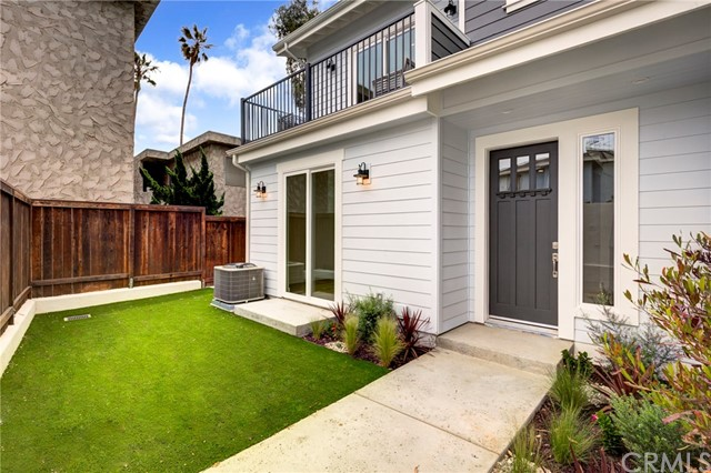124 Guadalupe Avenue, Redondo Beach, California 90277, 3 Bedrooms Bedrooms, ,2 BathroomsBathrooms,Townhouse,For Sale,Guadalupe,SB19041183