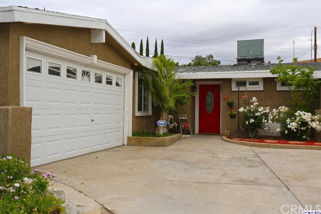 Single Family Home for Sale at 14509 Jaguar Street Mission Hills, California 91345 United States