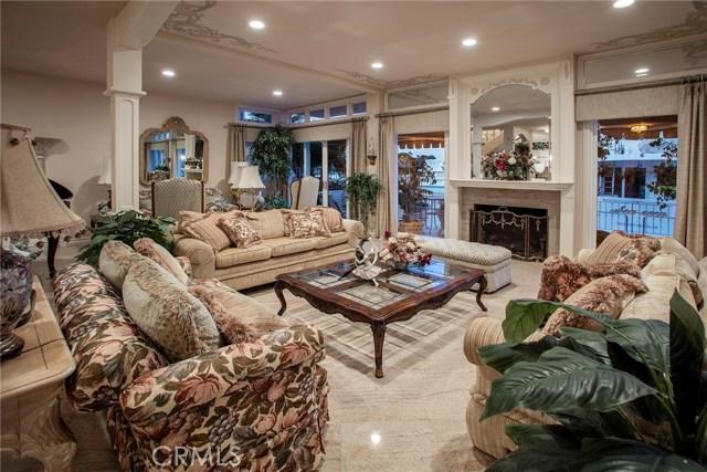 5 Linda Isle, Newport Beach CA: http://media.crmls.org/medias/6d8b1970-0ab9-401d-8e70-dfc51759aad6.jpg