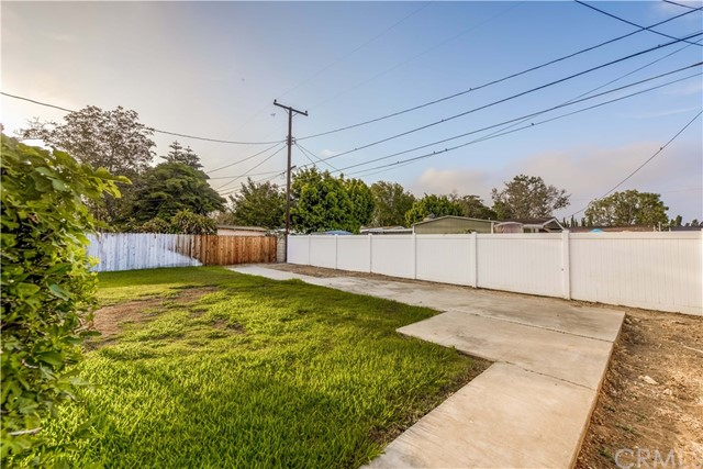 918 Virginia Avenue, Santa Ana CA: http://media.crmls.org/medias/6d8f4f61-86e1-4bb1-ab29-2cd9457c5c20.jpg