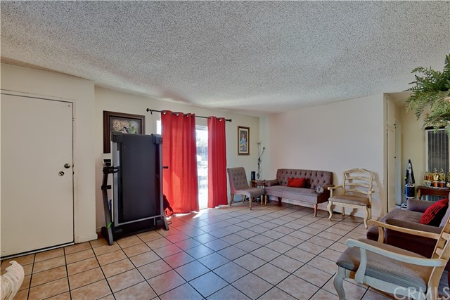 2077 Wallace Avenue, Costa Mesa CA: http://media.crmls.org/medias/6da781c6-0561-4bee-affd-6e61f15e83e5.jpg