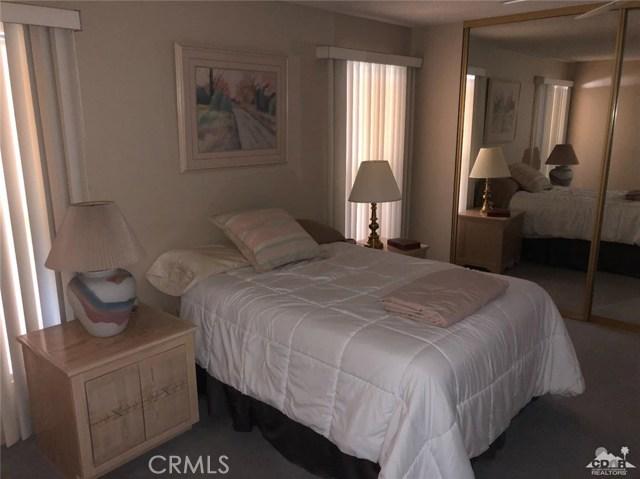73450 Country Club Drive, Palm Desert CA: http://media.crmls.org/medias/6daee263-d517-4836-bccd-b29aba27d296.jpg