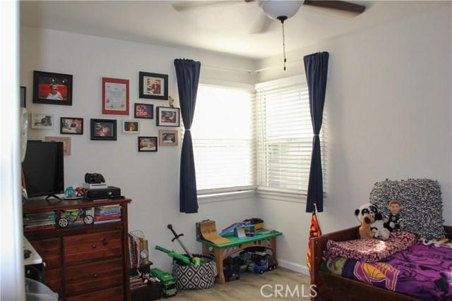 423 W Leeside Street, Glendora CA: http://media.crmls.org/medias/6daf0bf5-a948-4446-8daa-7221f8574681.jpg