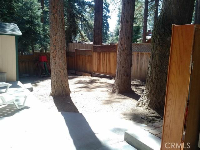 31465 Overhill Drive, Running Springs Area CA: http://media.crmls.org/medias/6db12b37-42db-4cae-9cd5-8b6bfa093867.jpg