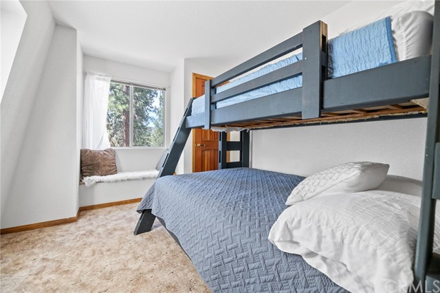745 Barret Way, Big Bear CA: http://media.crmls.org/medias/6dcff1ed-d8a9-402c-a6d9-88924a5ac1fc.jpg