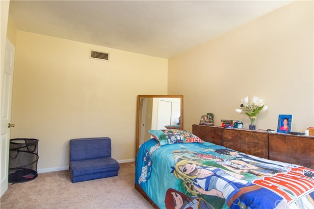 5196 N Mountain View Avenue, San Bernardino CA: http://media.crmls.org/medias/6ddebd33-7305-41b3-89f3-1310ef806a52.jpg