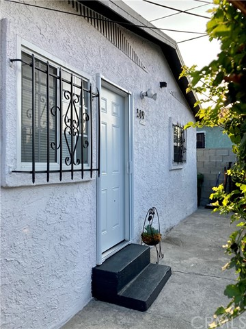 519 W 65th Street, Los Angeles CA: http://media.crmls.org/medias/6de711ba-ca87-4820-a9d0-1bd00337e58b.jpg