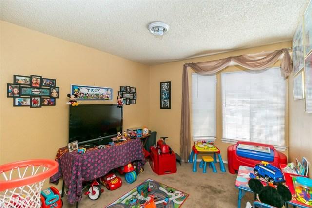 18114 Cummings Street, Fontana CA: http://media.crmls.org/medias/6def8d8e-0bc2-43dd-a27c-a00dd3488c89.jpg