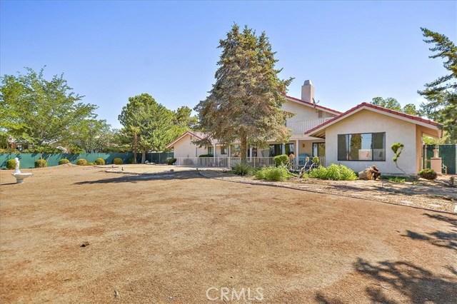 13094 Modoc Court, Apple Valley CA: http://media.crmls.org/medias/6df43117-b3fb-478f-8c07-5b86e788031e.jpg